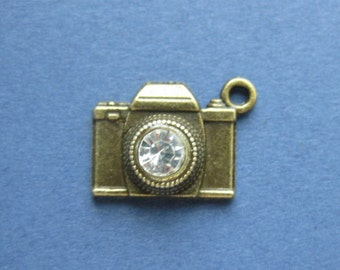 5 Camera Charms -  Camera Pendants - Camera Charm Pendant - Antique Bronze - 19mm x 15mm -- (No.32-10423)