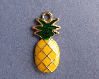 5 Pineapple Charms - Pineapple Pendants - Pineapple - Fruit Charm - Enamel Charm - Gold Tone - 23mm x 12mm  -- (No.120-10400)