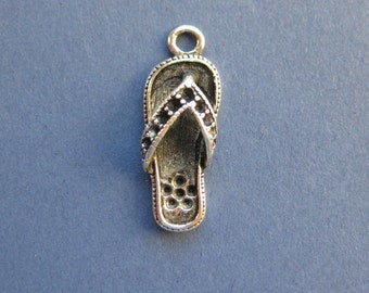 10 Flip Flop Charms - Flip Flop Pendants - Flip Flops - Antique Silver - 18mm x 8mm --(No.53-11191)