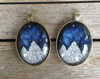 Large Oval Pendant - Mountains