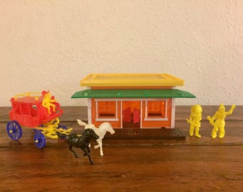 1960's Saloon and Stagecoach Cowboys and Indians Toys / Made in Hong Kong / Comes with Saloon, Stagecoach and 2 Indians!
