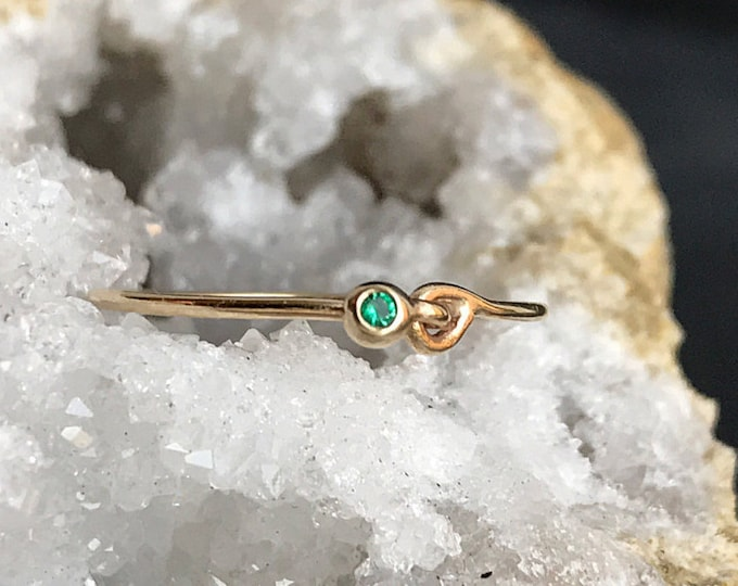 Gold Hooked Emerald Stackable Ring