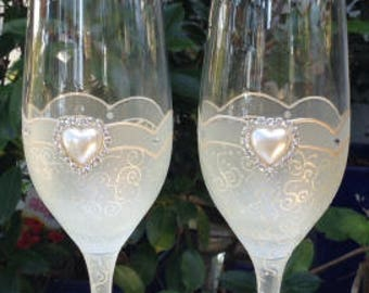 Wedding champagne glasses, Bride and Groom Glasses, Toasting Glasses, Wedding Flutes, Hand Painted Wedding Glasses