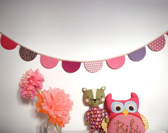 Pennant garland with rounded pennants