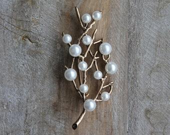 Pearls branch brooch