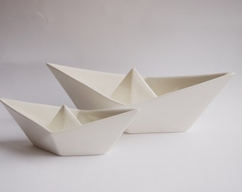 Bootjen - Origami boat bowl in Paper Boat Design and two different sizes, maritim decoration, white porcelain jewelry dish