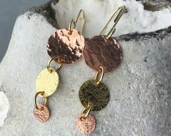 Triple circle earrings, hammered disc earrings,Copper circle hammered earrings,circles earrings,2 tone earrings