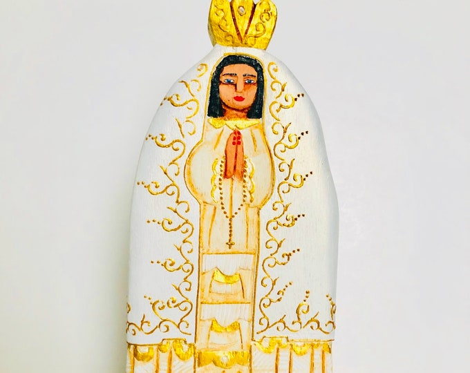 Virgen del Valle . Hand painted Virgin Mary .. Wooden Hand Carved Handmade and paint by Venezuelan artist. Aprox 9.5'