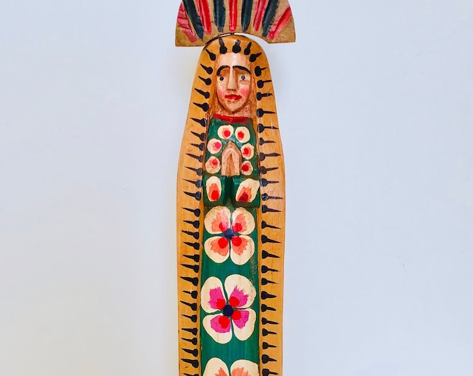 Virgin Mary  15' MEDIUM . Hand Carved Handmade and painted by Guatemalan Artist. Collaboration Fair Trade Group from Guatemala.
