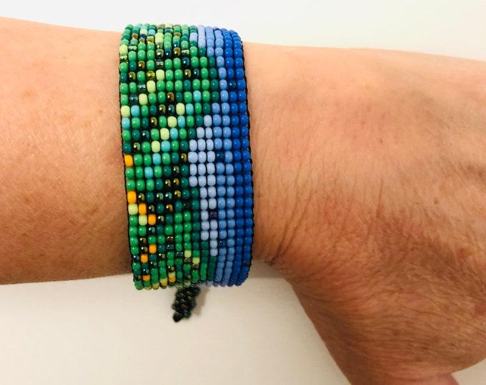 Bracelet Cerro Avila - Caracas Venezuela. Handmade with Czech beads on a wax rope