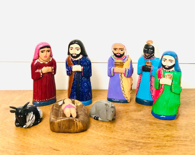 Colorful Nativity Scene Handmade in Venezuela.  Arte Popular. Colored Wood 8 pieces Nativity Scene