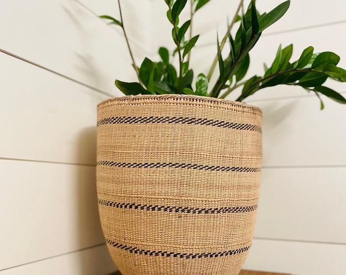 Amazonas rainforest basket made by the Yanomami tribe. Handmade in Venezuela. 22 ' Height