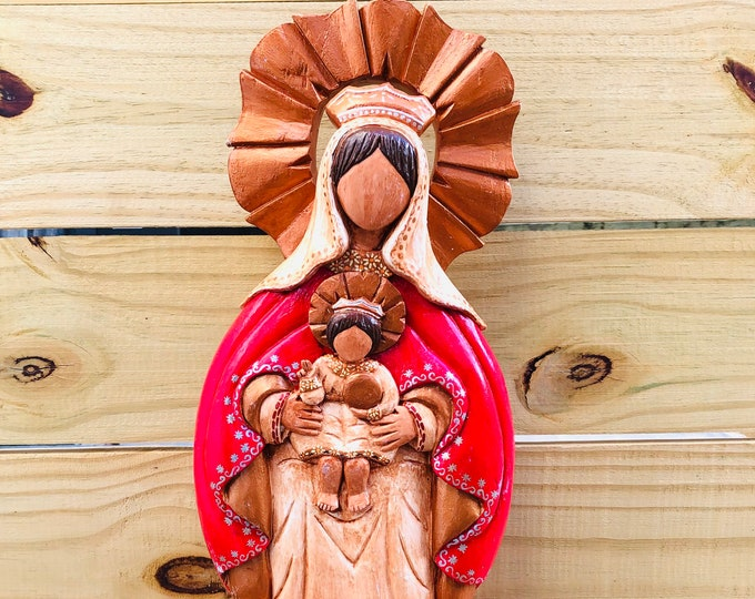 Grande Virgen de Coromoto  - Our Lady of Coromoto  Wood carving. Handmade and paint by Venezuelan artist. 18  Inches