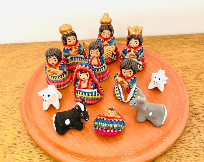 Guatemala - Mayan Nativity  set 12 . Handmade in Clay and traditional clothes.