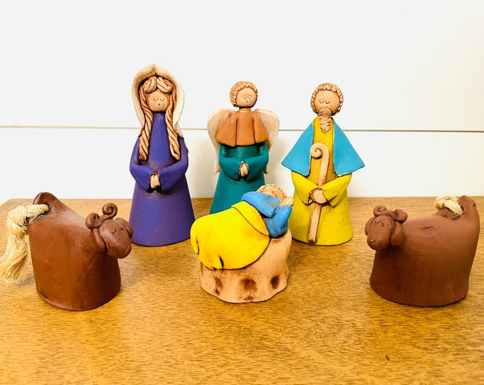 New unique clay Venezuelan Folk Nativity 6  pieces 4' tall aprox