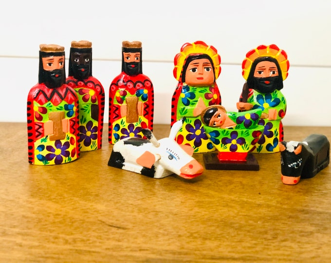 Green/Red Handmade  and hand painted in Guatemala Venezuela. Wood Nativity 8 Pieces Set. Collaboration Fair Trade Group from Guatemala.