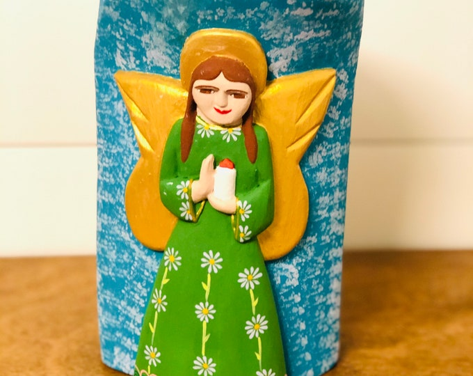 Tótem Wood Angel - Fucsia and Green. Handmade and Hand-painted in Venezuela. Spectacular details. Aprox 9'