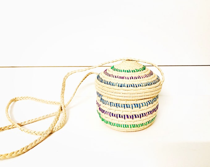 Handmade Warao Indian Woven basket .  4.5 inches tall