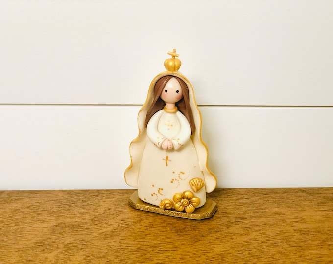 Virgen del Valle Handmade, Small Size and paint by Venezuelan artist. 5.5  inches aprox