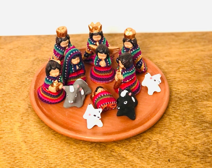 Medium Guatemala - Mayan Nativity  set 12 . Handmade in Clay and traditional clothes.