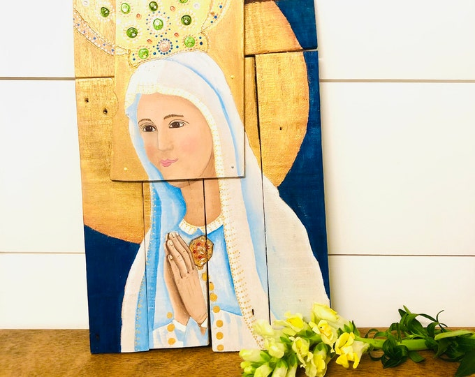"Wood Retablo with Virgen de Fatima  ""Retablo"" . Handmade and Hand painted by Venezuelan artist."