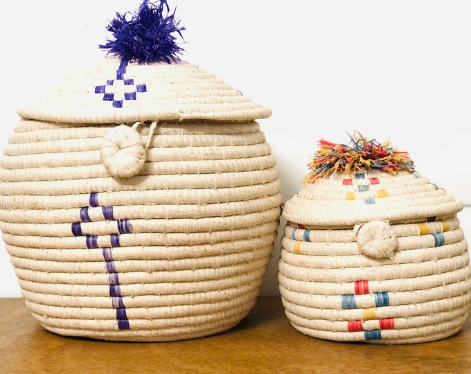 2 Handmade Warao Indian  Woven basket. Big  11 inches aprox tall /Medium 8  inches  aprox tall.