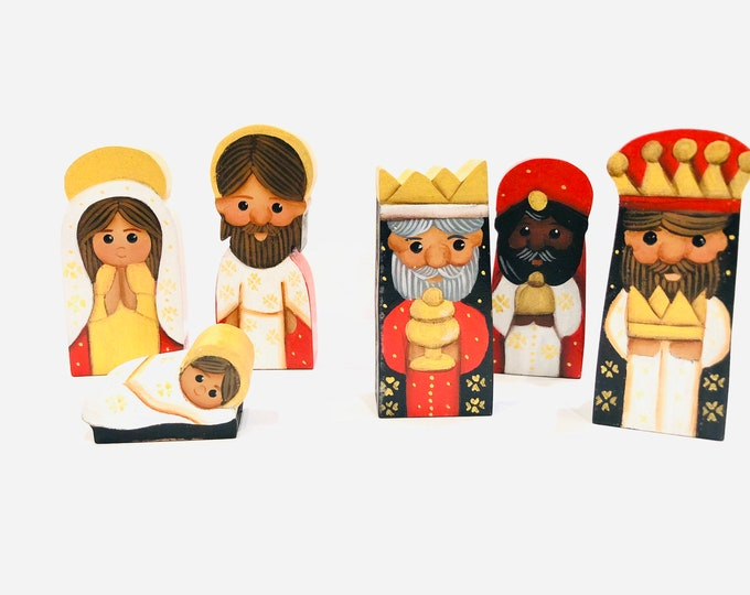 """Small wood """"Rojo""""  Nativity 6 Pieces Set. Handmade and   Hand painted by  Venezuelan Artist. 3' x 1.3' inches"""