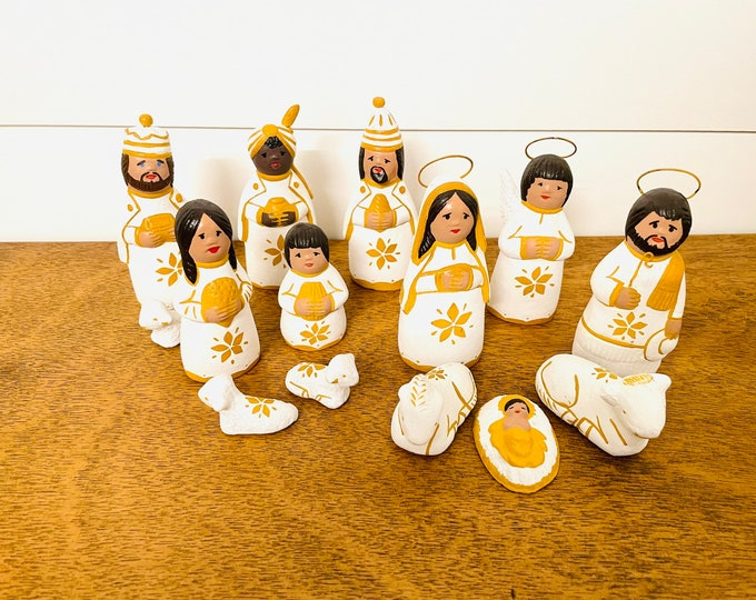 Mexican Folk Nativity 14 pieces Yellow - White   4'' tall aprox