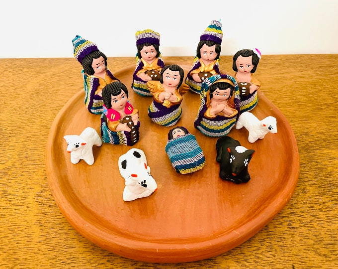 Grande Guatemalan- Mayan Nativity  set 12 . Handmade in Clay and traditional clothes.