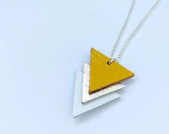 Collier géométrique jaune moutarde