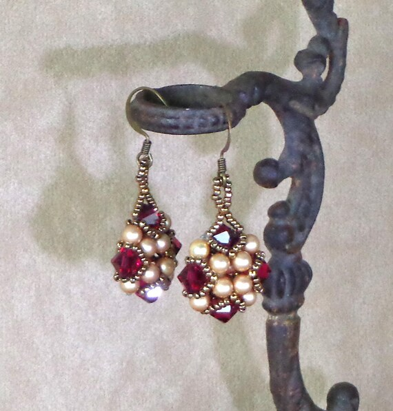 Beaded Red and Gold Earrings, Handmade Beaded Earrings, Victorian style earrings, woven bead jewelry, beaded Earrings, ed and gold earrings
