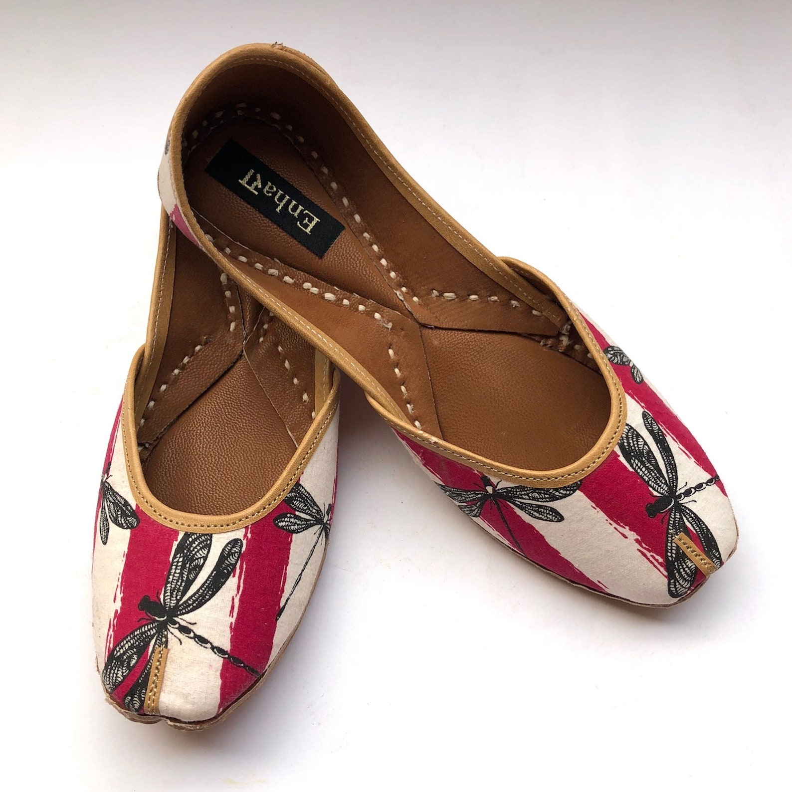 dragon fly boho white & maroon shoes for women, flat slip on shoes, indian shoes, ballet shoes, handmade designer shoes/juttis o