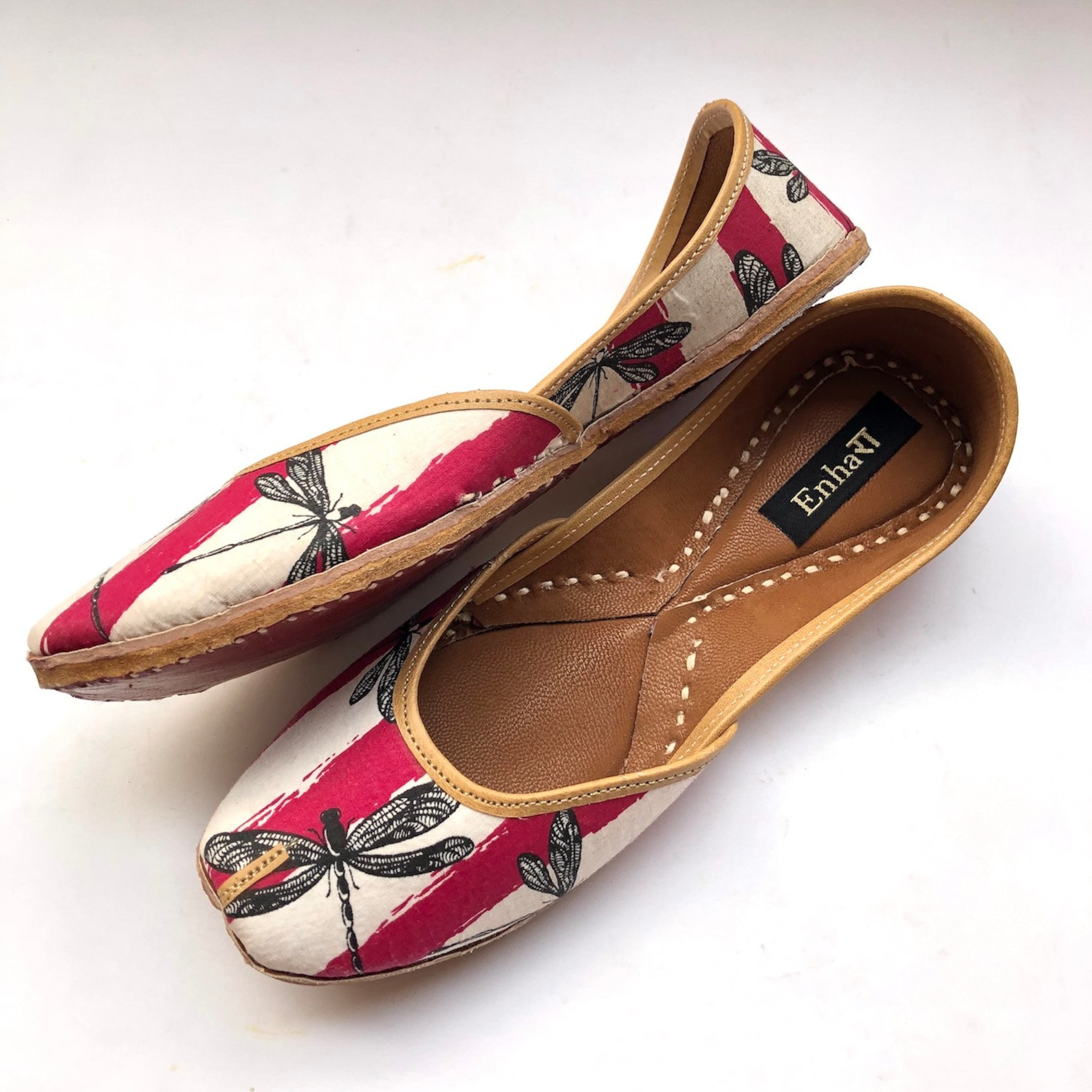 dragon fly boho white & maroon shoes for women, flat slip on shoes, indian shoes, ballet shoes, handmade designer shoes/juttis o