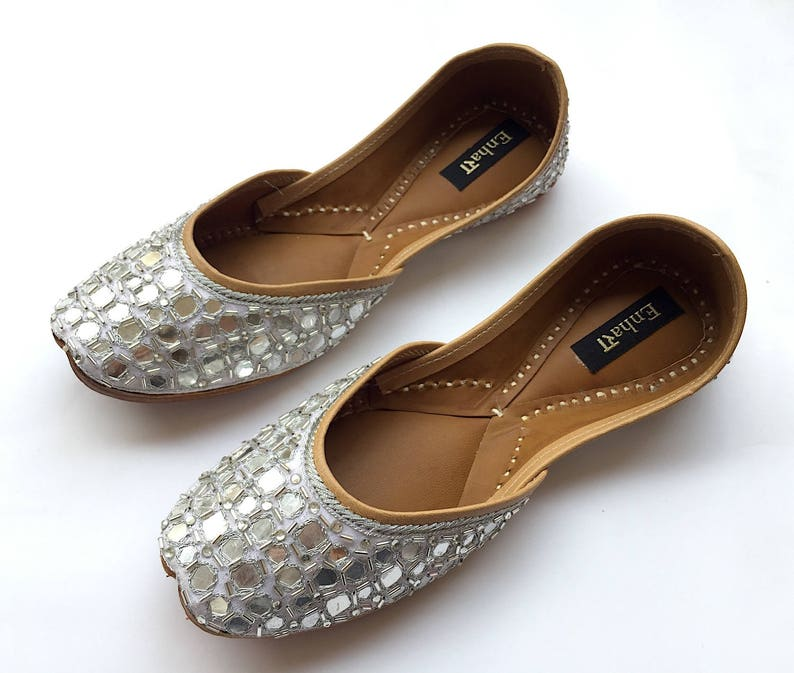 694229739086 Chumkeele Sitare Shoes by Enhara White Hand Embroidered