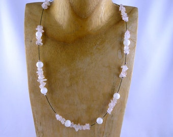 MELLUM necklace with ROSE QUARTZ and nacre beads, sustainable fashion innocence natural design, rose shades unique womans free shipping gift