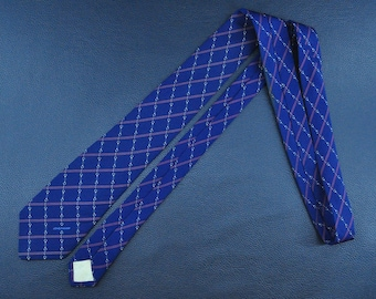 Longchamp Tie 100% Silk Necktie Chain Striped Pattern Blue Color Neckite