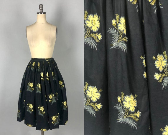 Vintage 1950s Skirt | 50s Mid Century Cotton Black Full Gathered Skirt with Yellow and Grey Gray Flower Floral Print | Extra Small XS