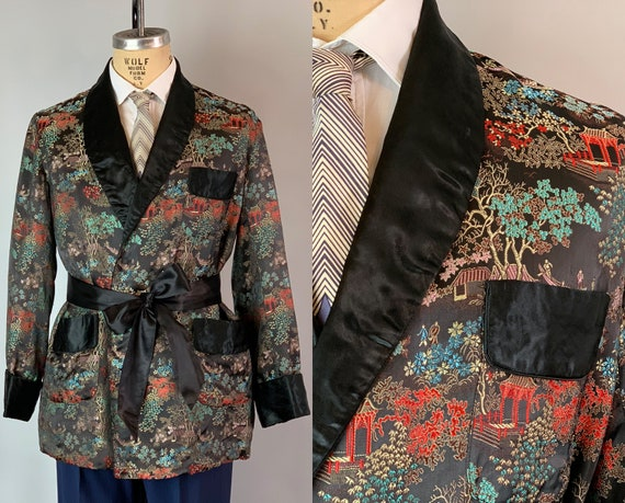 1950s Chinese Smoking Jacket | Vintage 50s Mens Black Silk Brocade of Chinese Fishermen and Landscape Robe w/ Tie Sash and Pockets! | Medium