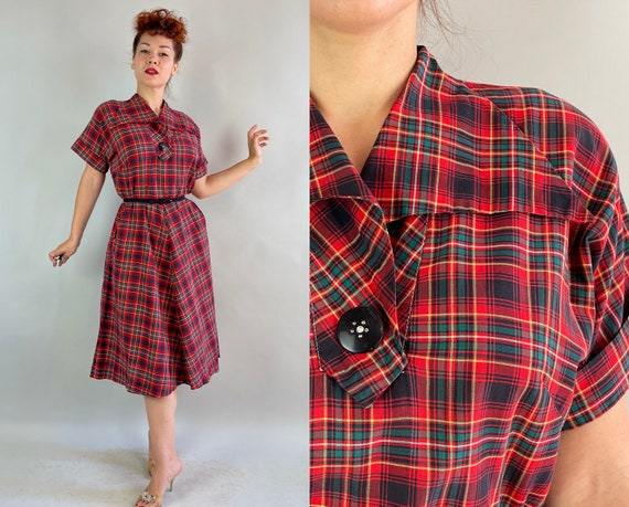 1940s Poised in Plaid Dress   Vintage 40s Red Green Yellow Black White Tartan Cotton Frock with Wing Collar & Pockets   Large Extra Large XL