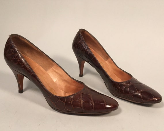 "Vintage 1950s 1960s Shoes | 50s 60s Brown Alligator Pumps with Almond Toe and Leather Soles by ""Byroness Original"" 