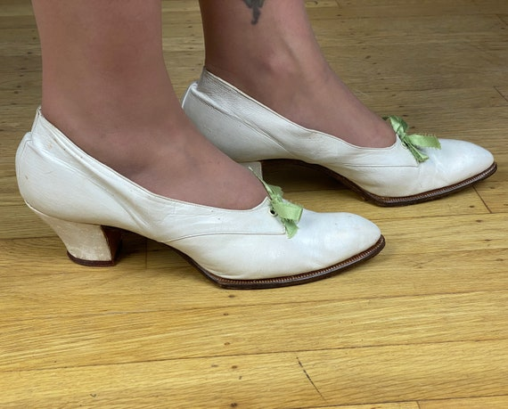 1920s Wonderful White Winklepickers | Vintage Antique 20s Pointy Toe Leather Dancing Heels Pumps Shoes w/Green Ribbon Lacing | US Size 7
