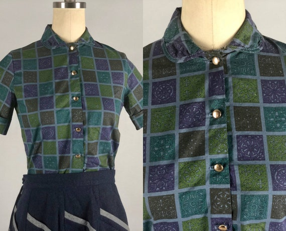 1950s Novelty Blouse | Vintage 50s Multicolor Square Arabesque Medallion Print Cotton Short-Sleeved Cropped Shirt | Extra Small XS
