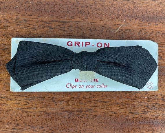 1950s Bond's Best Bowtie   Vintage 50s Classic Black Diamond Tip Batwing Rayon Faille Clip On Bow Tie NWT Deadstock