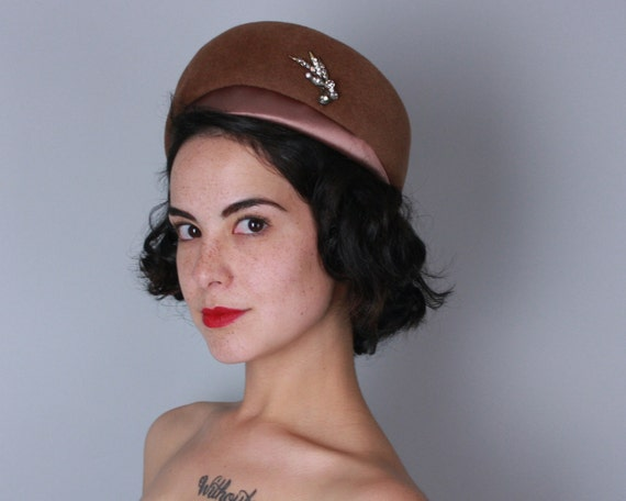 Vintage 1950s 1960s Hat | 50s 60s Fawn Brown Velour and Satin Toque with Rhinestone Ornament