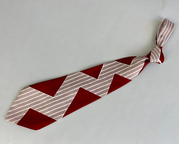 """1940s Ziggy's ZigZag Necktie 