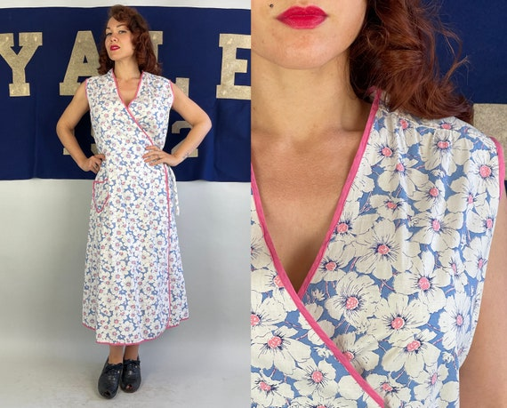 1930s Lazy Daisy Wrap Dress | Vintage 30s White and Blue Flower Print Cotton Summer Frock with Pocket and Pink Piping | Large Extra Large XL