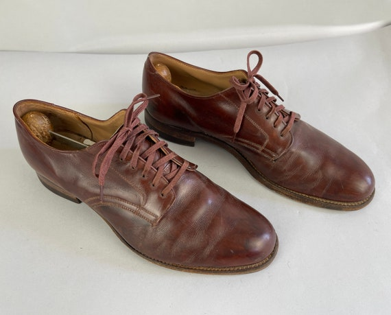 1940s Modern Major General Shoes | Vintage 40s US Navy Natural Toe Oxblood Leather Oxfords w/Original Cotton Laces and Stacked Heel | Size 9