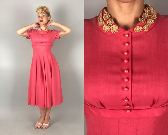 1950s Pink Linen Dress | Vintage 50s Salmon Short Sleeve Fit and Flare Frock with Peter Pan Collar with Daisy Appliqué and Beads | Small