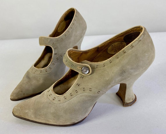 1930s Deco Decadence Mary Janes | Vintage 30s Grey Taupe Suede Leather Shoes with Broguing, Abalone Button and Louis Heel | Size US 5-6
