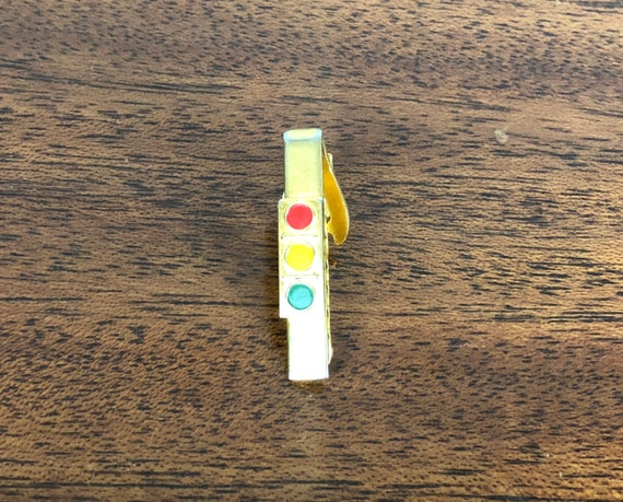 Vintage 1950s Mens Tie Clip | 50s Mid Century Gold Toned Novelty Red Yellow Green Stop Light Tie Bar